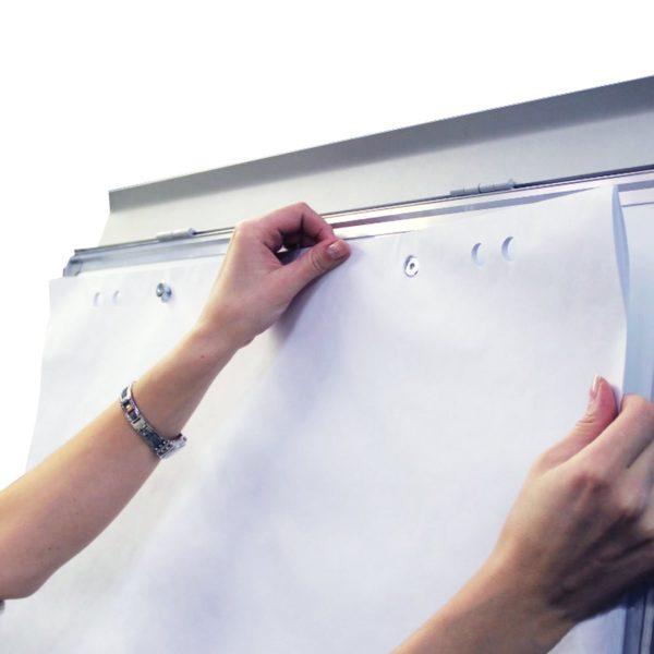 Доска-флипчарт BRAUBERG магнитно-маркерная, 70х100 см, с держателями для бумаги, гарантия 10 лет, Россия, 236160